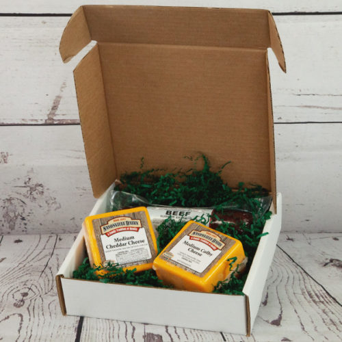 Gift box including 2 cheese and sausage